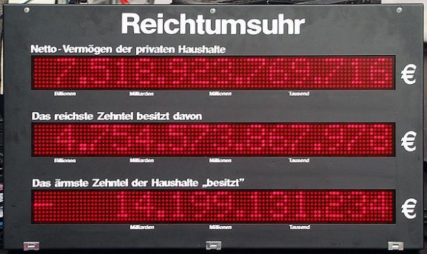 Reichtumsuhr, Hannover. Quelle: WikiCommons, Bernd Schwabe